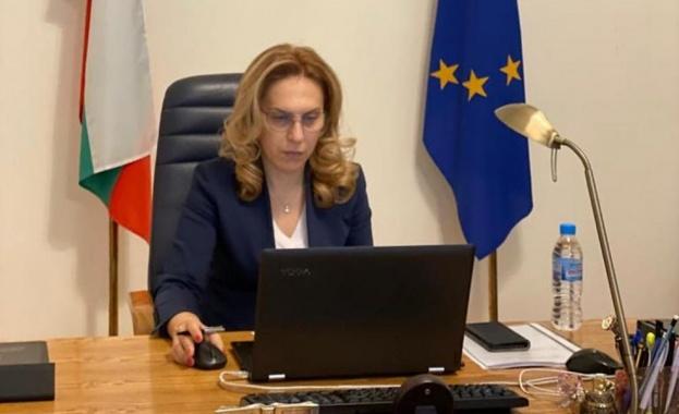 Марияна Николова разговаря с Анджей Гут-Мостови за развитието на туристическия сектор