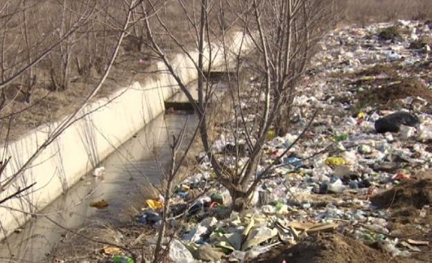 Масово почистване на река Места организират жители на Белица. Реката