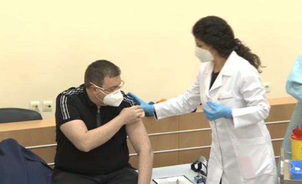 Част от ваксинираните, които са получили първата доза от ваксината