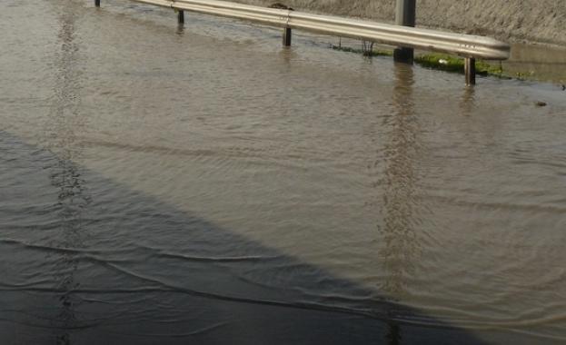 """Пътят към Пампорово е затворен от тази сутрин заради """"река"""