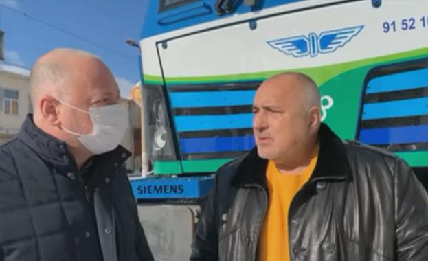 Премиерът Бойко Борисов разгледа новите локомотиви на БДЖ. Борисов припомни,