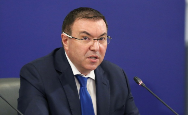 Министър Ангелов: Има положителна тенденция в справянето с пандемичната ситуация