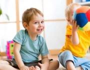 Намалява броят на осиновените деца: 418 през 2020 г.