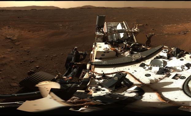 НАСА разпространи първа 360-градусова панорамна снимка на червената планета. Кадрите
