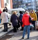 Продължават опашките пред изнесените ваксинационни пунктове и днес в София
