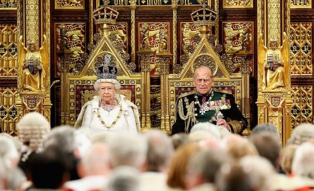 Кралското семейство се моли за принц Филип