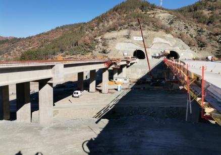 Борисов: През септември пускаме двете тръби на тунел Железница