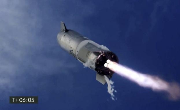 """""""Старшип"""" на """"Спейс екс"""" експлодира на земята след успешен полет"""