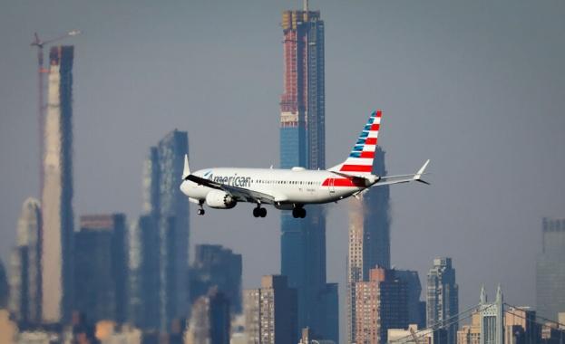 Самолет Boeing 737 MAX на американската авиокомпания American Airlines кацна