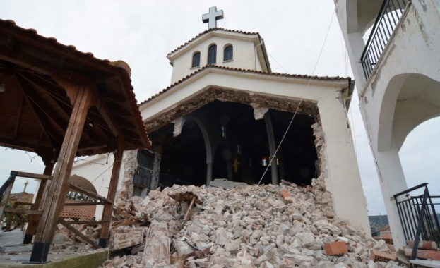 Силните земетресения в Гърция миналата седмица оставиха необитаеми около 900