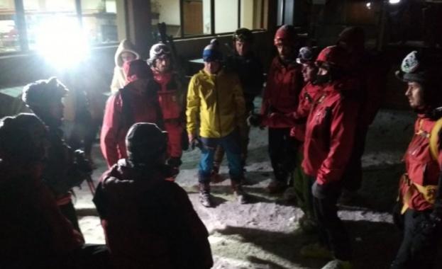 Повече от 14 часа продължава издирването на 34-годишния скиор, който
