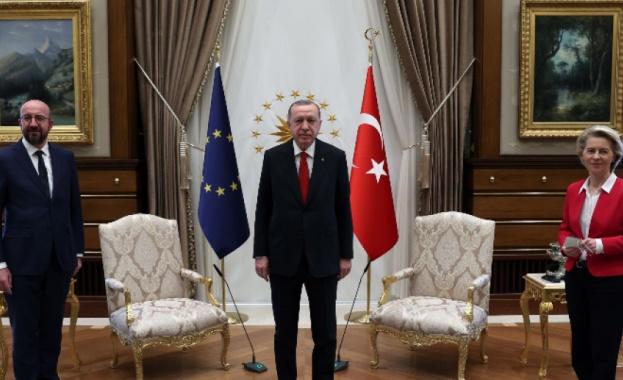 """""""Дивангейт"""": Скандал в ЕС след визитата на Фон дер Лайен и Шарл Мишел в Турция"""