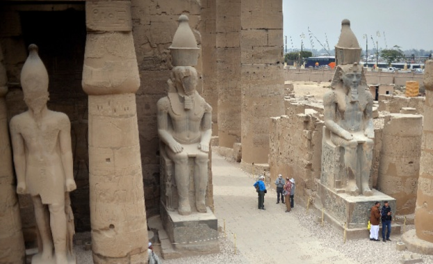 В пясъците край античния египетски храм Луксор археолози откриха изоставен