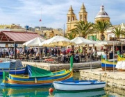 Малта ще плаща на туристите да посетят страната това лято