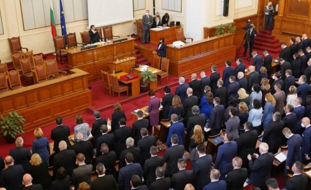 Парламентът ще проведе заседание в петък, а в дневния му