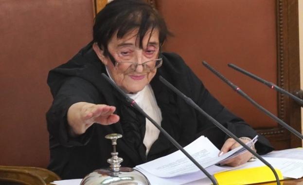 Зайкова: Бюджетът е критичен. Има дефицит, който расте скокообразно