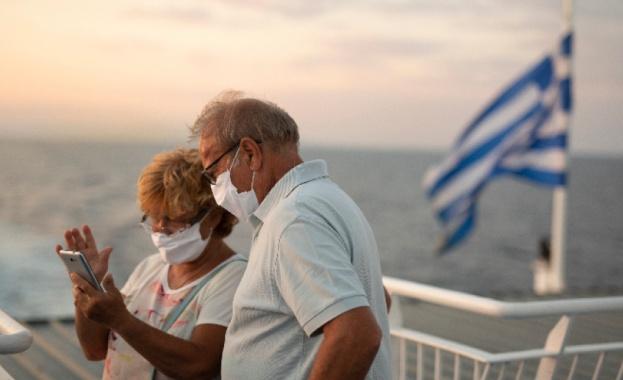 Все повече новозаразени с COVID-19 в Гърция