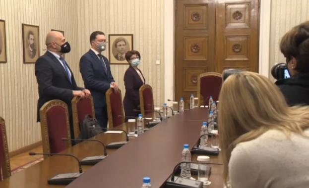 Радев започна консултации с ГЕРБ-СДС за нов кабинет