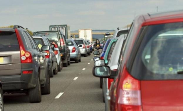 Около 200 хил. автомобила се очаква да напуснат София