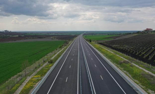 """На 23 и 24 юни движението между 24-ти и 25-ти км на АМ """"Тракия"""" в посока Бургас ще е в една лента"""