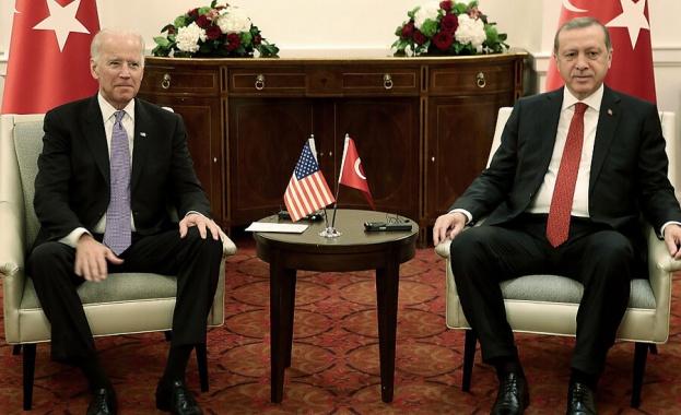 Президентът на САЩ Джо Байдън разговаря по телефона с турския