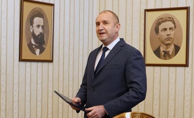 Президентът Радев призова правителството в оставка да внесе в парламента