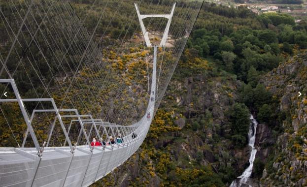 Най-дългият висящ пешеходен мост в света беше открит в Португалия