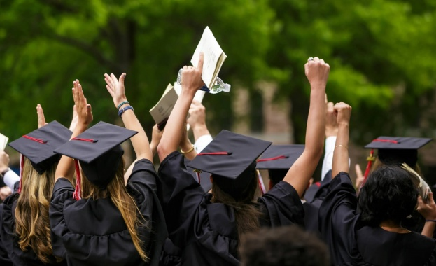 Близнаци бяха приети в 15 престижни университета едновременно