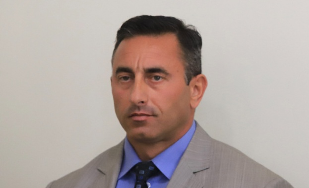 Шефът на НАП Румен Спецов прехвърлил фирмата си на рецидивист с четири присъди