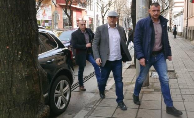 Чадърът над Миню Стайков, Баневи и Арабаджиеви внезапно се превърна