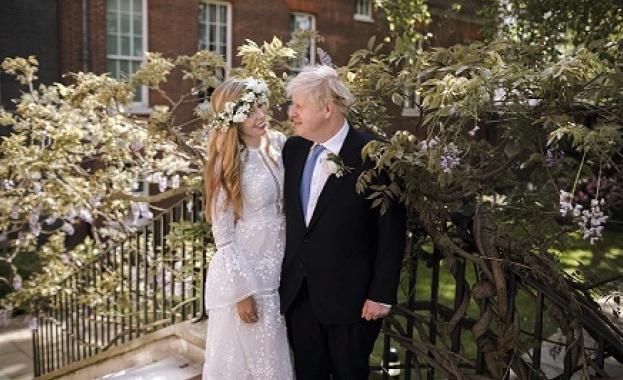 Британския премиер Борис Джонсън и Кери Симъндс разпространиха първа снимка