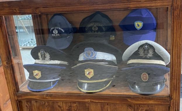 Откриват изложба с полицейски шапки и униформи в Бургас