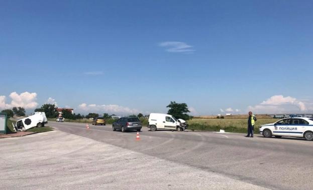 Катастрофа между два буса е станала на Рогошко шосе около