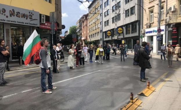 """Протест пред Дома на Европа блокира движението по ул. """"Раковски"""""""