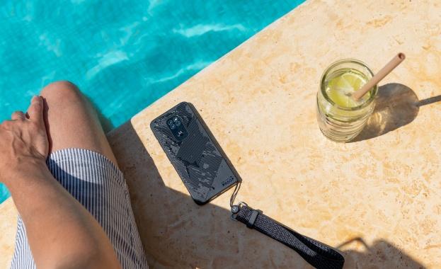 Устойчив на прах, вода и изпускане телефон, който ще превърне