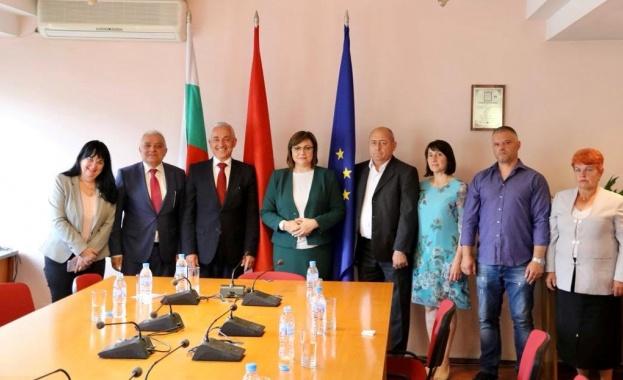 Лидерът на БСП Корнелия Нинова се срещна с бесарабски българи,