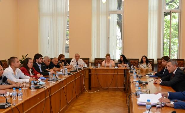 Възстановихме диалога с браншовите организации в обучението на кандидатите за