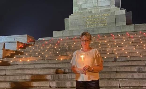 В навечерието на Деня на паметта и скръбта до Паметника