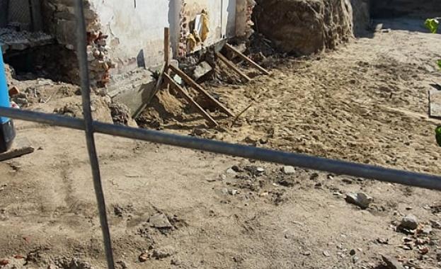 РДНСК в Пловдив започна проверка на къщата, която се разцепи