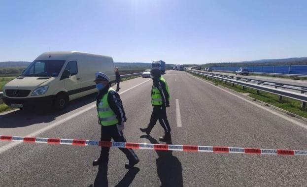 """Тежка катастрофа след гонка с полицията на """"Тракия"""", има пострадала жена"""