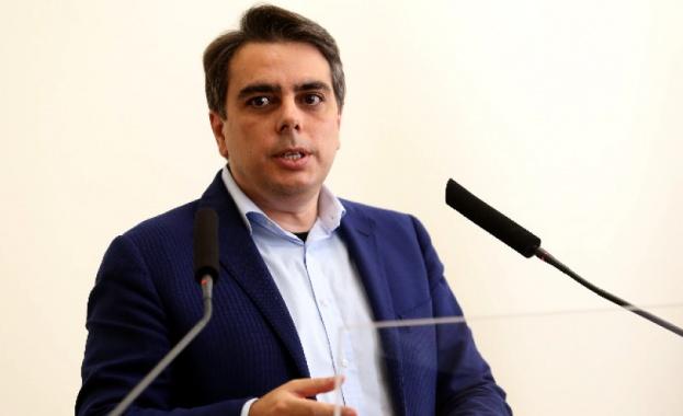 Служебният министър на финансите представя актуализацията на бюджета