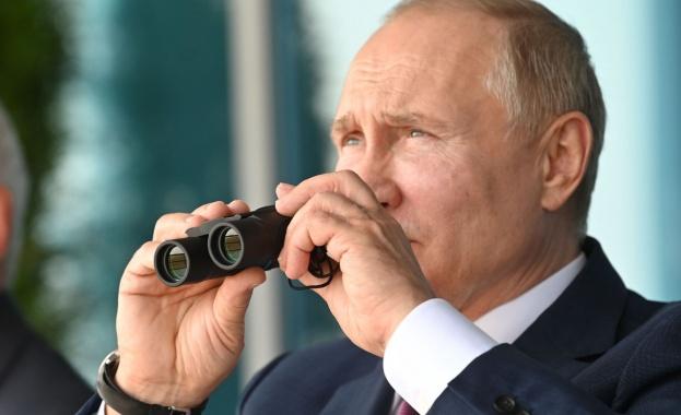 """Путин разгледа новия руски изтребител """"Шах и мат"""", който ще конкурира """"F-35"""""""