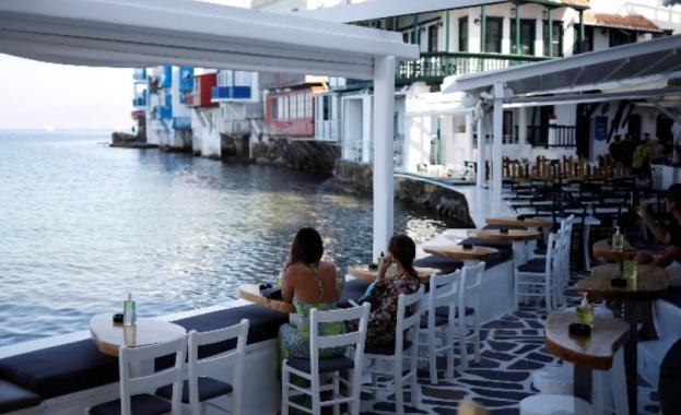 Черен Covid рекорд в Гърция, туристи бягат от Миконос