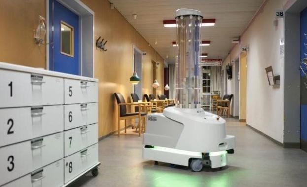 Първият специализиран робот за дезинфекция срещу коронавирус, доставен по линия