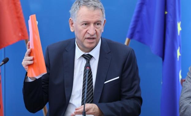 Д-р Стойчо Кацаров: Може да обявим допълнителни мерки срещу инфекцията