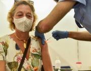 Мобилен пункт за ваксинации заработи на Неделния димитровградски пазар