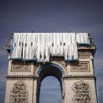 Започна последният етап от опаковането на Триумфалната арка по проект на Кристо