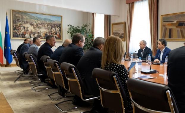 Държавният глава: Необходимо е изсветляване на процеса по провеждане на обществени поръчки