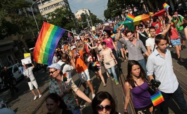 Европарламентът прие резолюция за признаване на еднополовите бракове