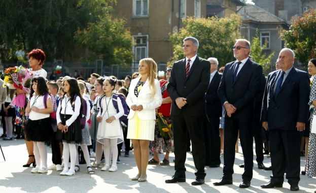 Премиерът Янев: Образованието и науката са неотменим национален приоритет